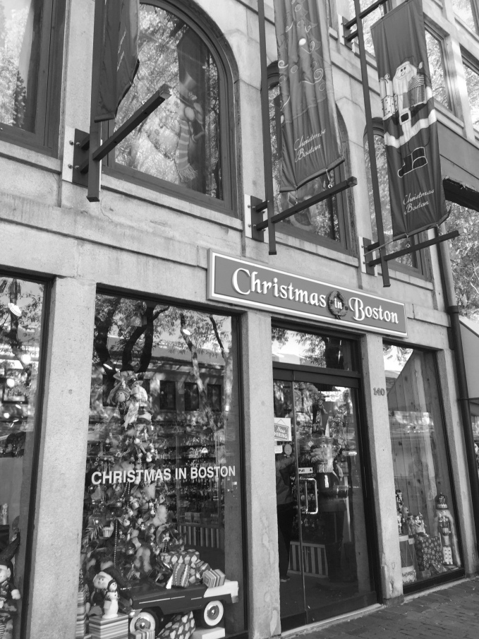 Christmas in Boston storefront, Boston Massachusetts, USA © 2018 ericarobbin.com | All rights reserved.