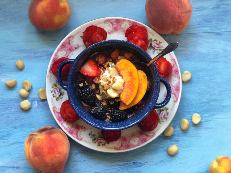 Macadamia Nut Granola and Harvest Peach Pie Açaí Bowl © 2018 ericarobbin.com
