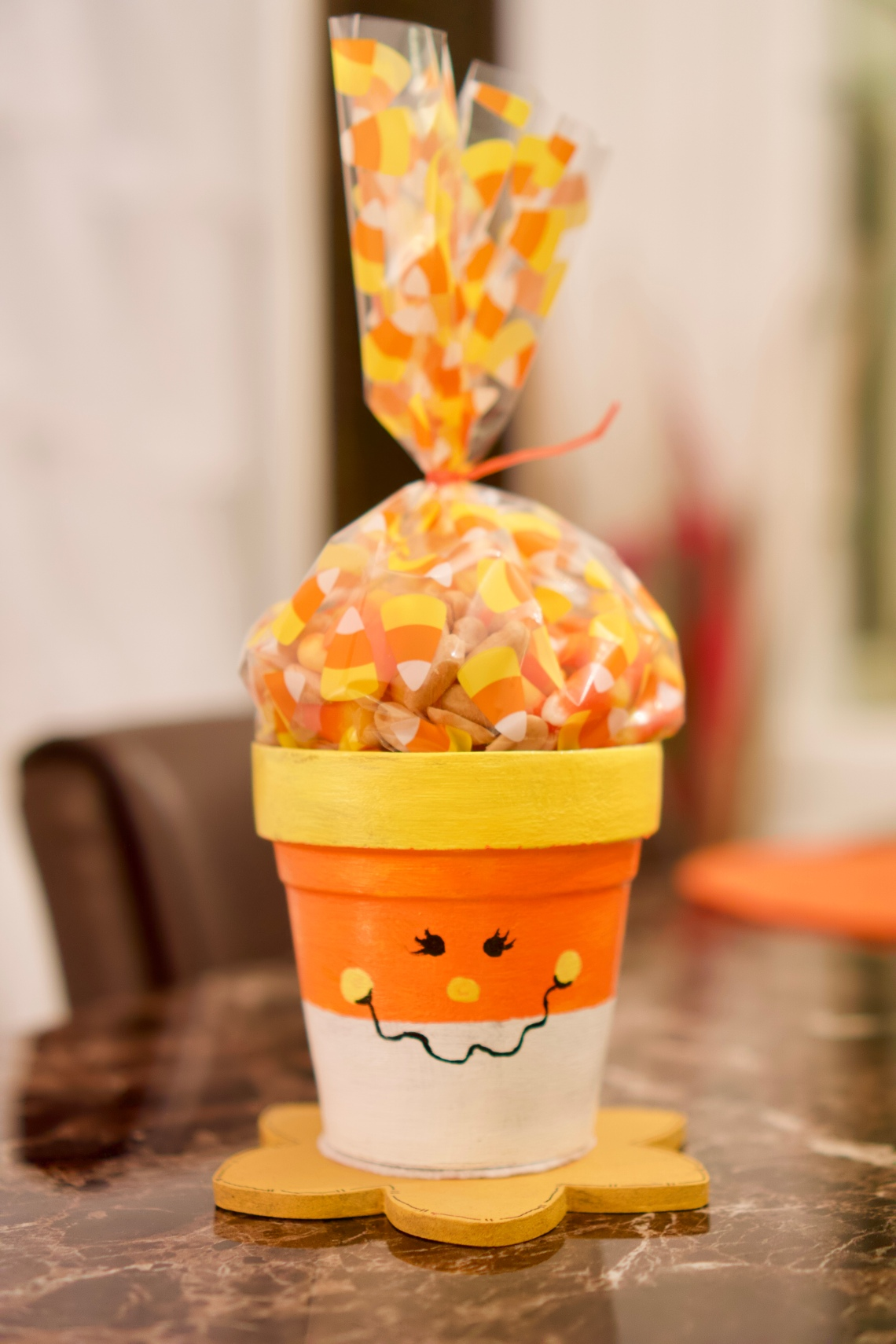 Candy corn pot © 2018 ericarobbin.com | All rights reserved.